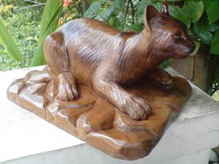 ワワン彫刻像